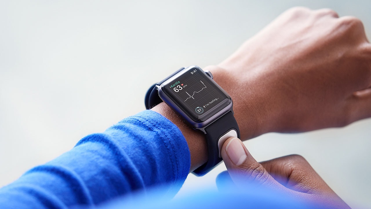 Heartbeat tracker becomes first FDA-approved medical device for the Apple Watch