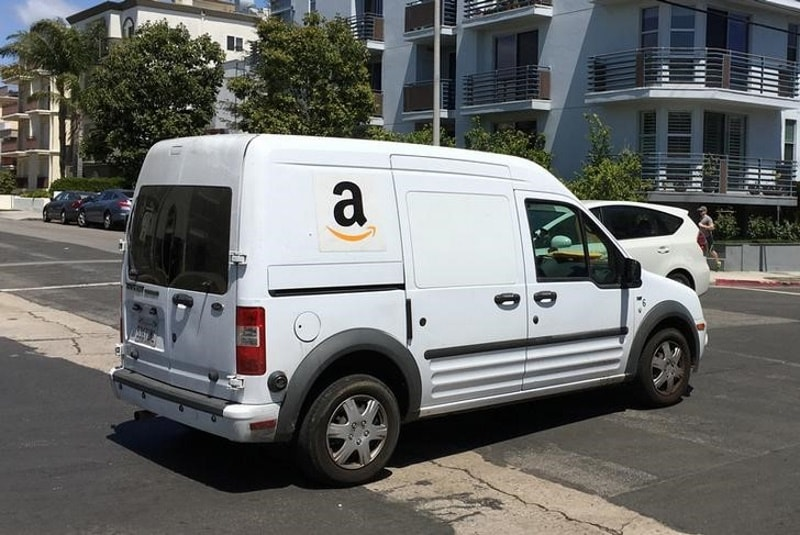 Amazon Sees Thousands Line Up in the US for Warehouse Jobs
