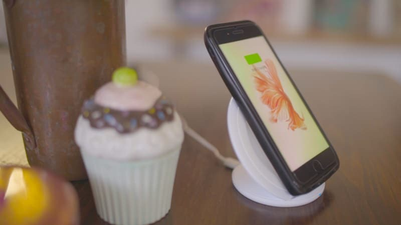 ESTI's Eye iPhone Case Runs Android, Brings Expandable Storage and Dual SIM Card Slot