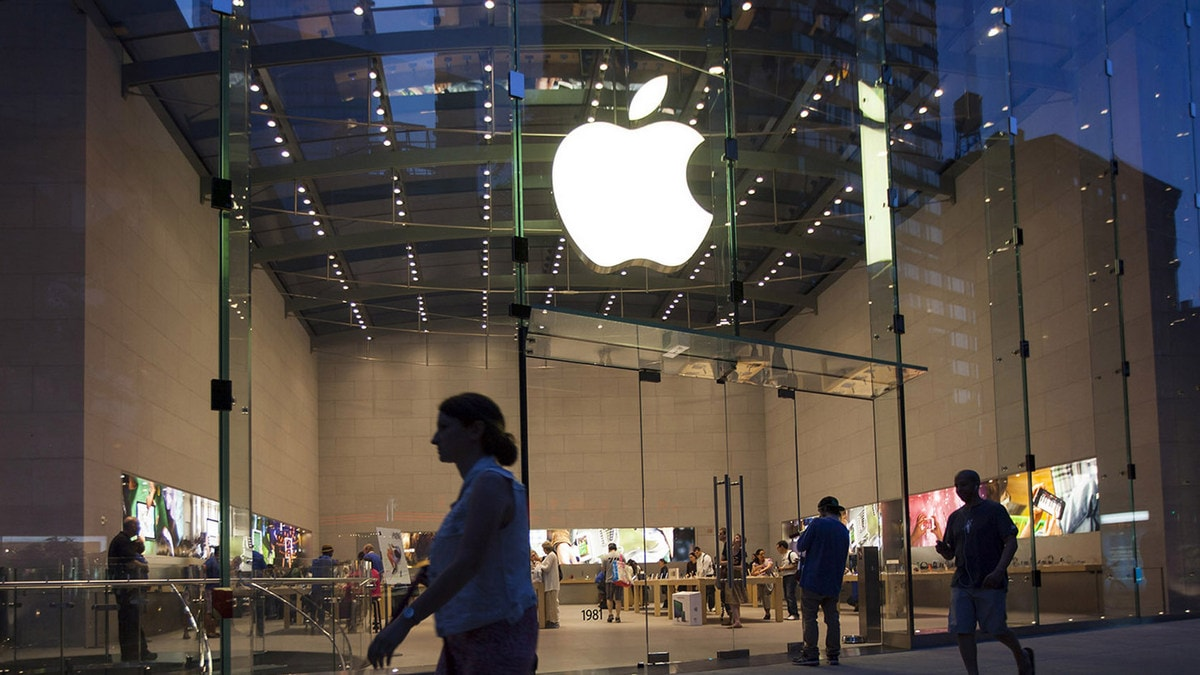 Teen sues Apple for $1bn over 'Orwellian' in-store surveillance tech