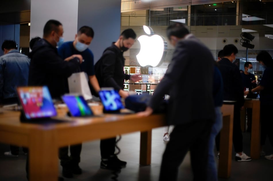 iPhone 12, iPhone 12 Pro Hits Stores in China; Marked by Short Queues Amid Strong Online Demand