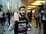 iPhone 8 Launch Greeted by Thinner Than Usual Crowds as Fans Seem to Hold Out for iPhone X