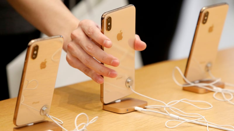 Apple's 5G iPhone shift bogged down by Qualcomm chip battle