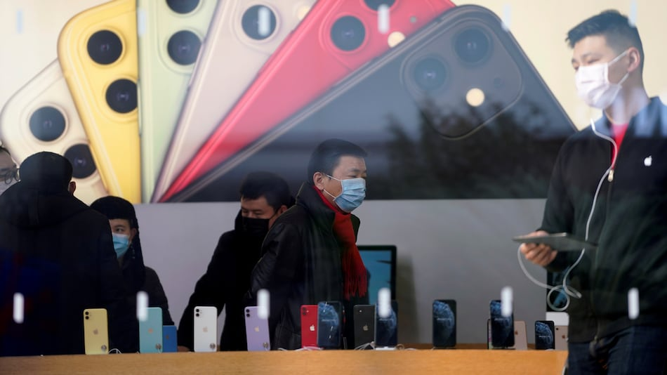 New Study Gives a Clue About How Long Coronavirus Can Live on a Smartphone