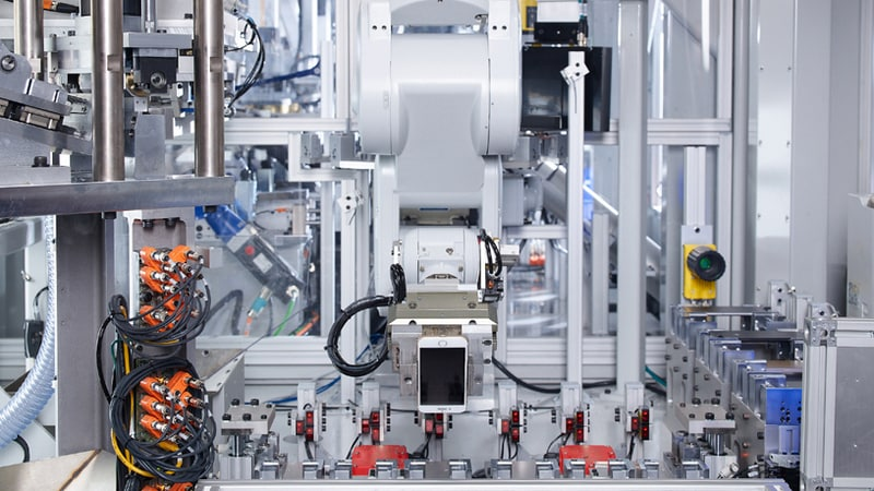 Apple 'Material Recovery Lab' Uses Robots to Rip Apart Devices for Recycling Materials