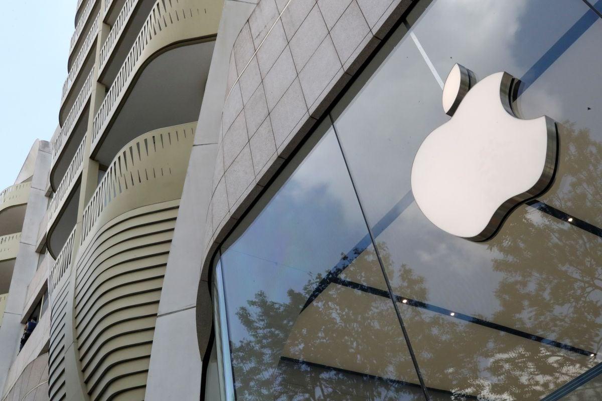 apple_store_reuters_1628067785885.jpg