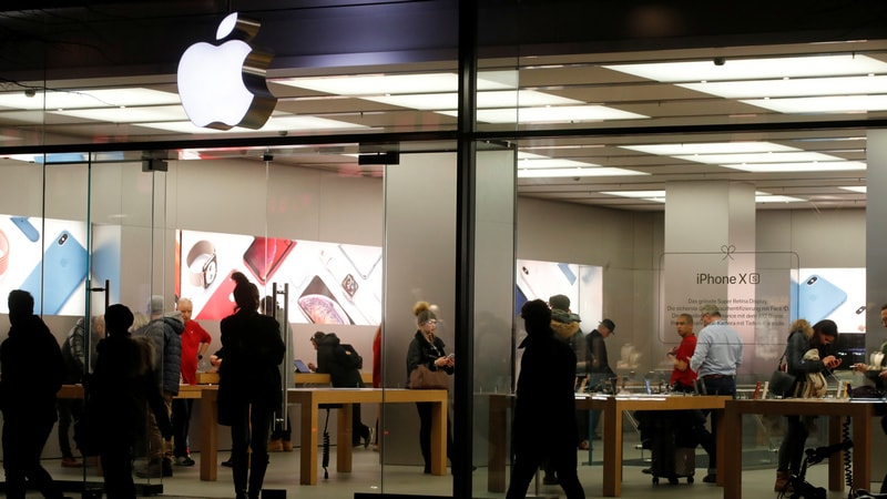 Apple Stores Have Lost Their Lustre, Critics Say