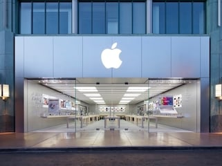 Apple Wants Its Stores to Become 'Town squares.' But Skeptics Call It a 'Branding Fantasy.'