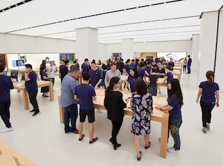 Apple Opens Its First Store in Taiwan