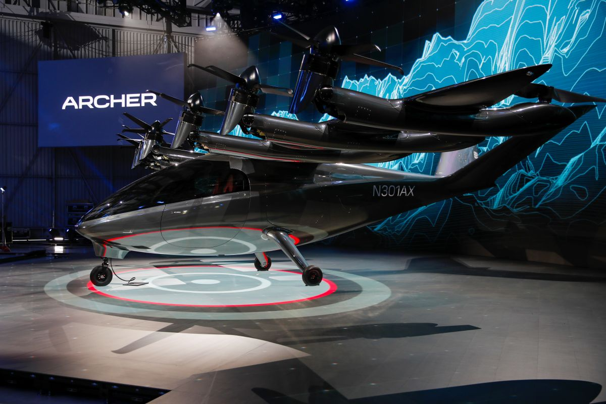 Archer's Maker Flying Taxi Sees Splashy Debut in Heated Market