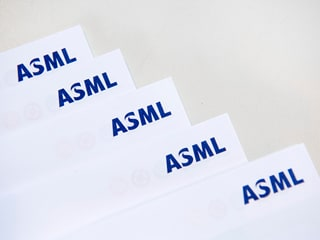 Chip Gear-Maker ASML Warns of Weak First Quarter as Clients Delay Orders