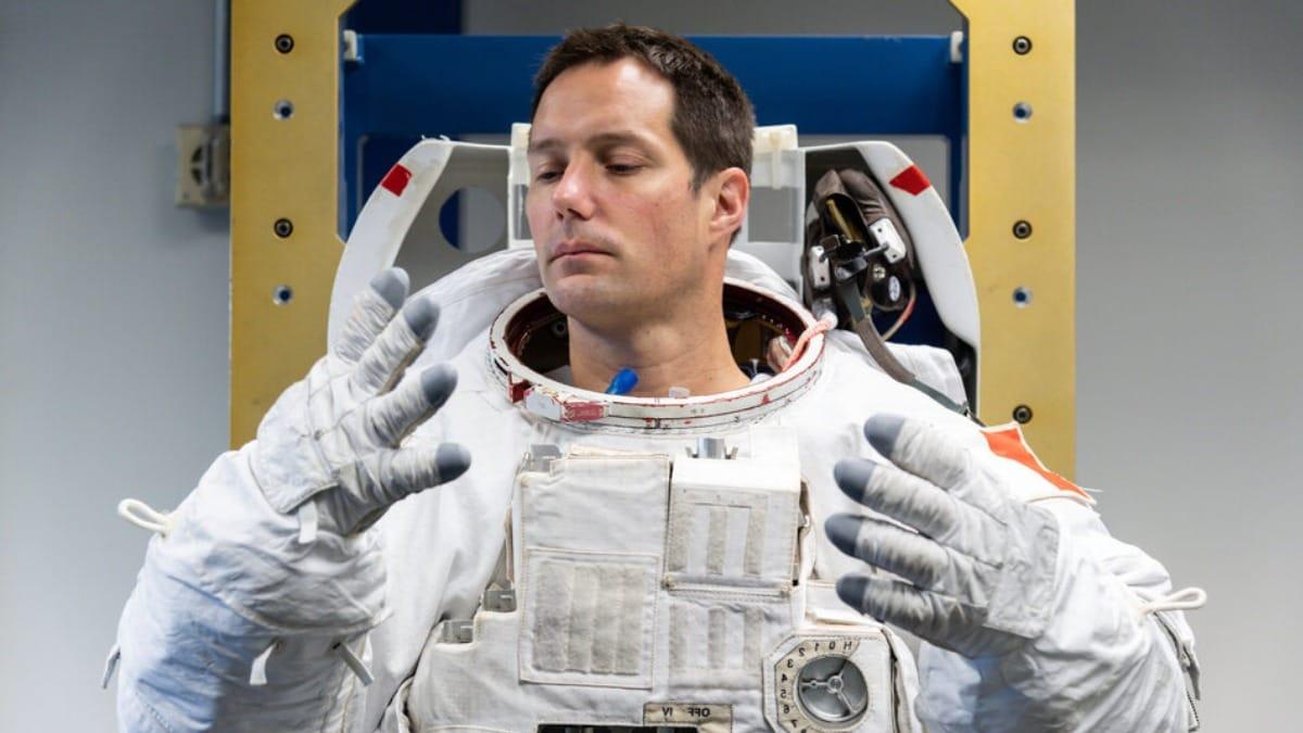 astronaut_spacesuit_ESA_1621067453121.jpg