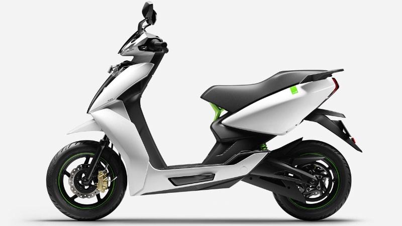 सिंगल चार्ज में 115 KM चलने वाला इलेक्ट्रिक स्कूटर Rs 24 हज़ार हुआ सस्ता, जानें नई कीमत