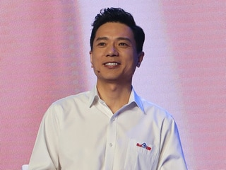 'Difficulties on the Road to AI': Man Pours Water on Baidu Chief at Conference