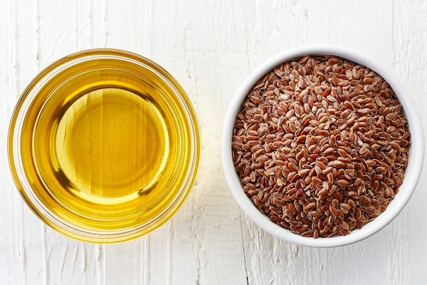 7 Best Flaxseed Oils in India: Reap as You Glow