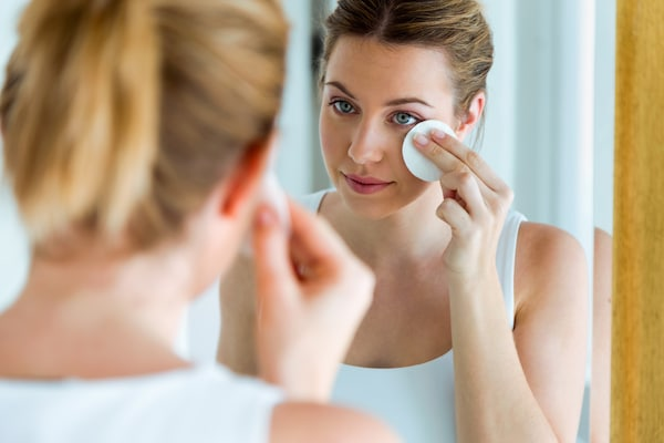 Makeup Removing Solutions To Have In Your Makeup Kit
