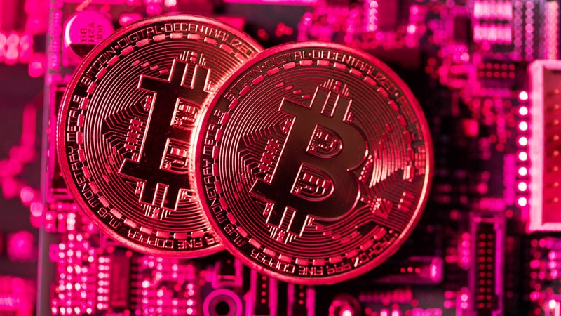 Bitcoin Falls Below $5,000 for First Time Since 2017