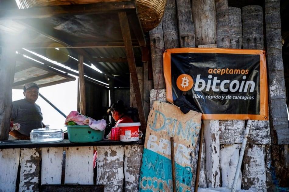 इस देश में लीगल करेंसी बना Bitcoin, अब कैफे से लेकर ग्रॉसरी स्टोर तक क्रिप्टोकरेंसी से कर सकेंगे पेमेंट