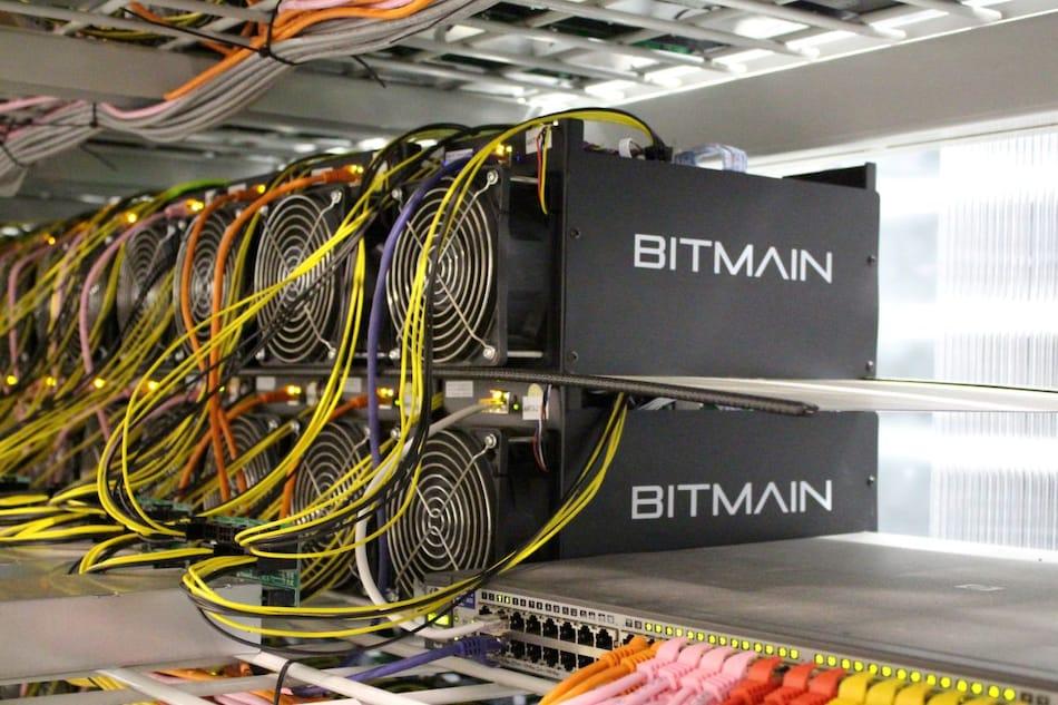 चीन के बैन के बाद Bitcoin व क्रिप्टोकरेंसी माइनिंग मशीन बनाने वाली कंपनी ने बंद की सेल