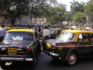 Maharashtra Developing App for Black and Yellow Taxis: Fadnavis
