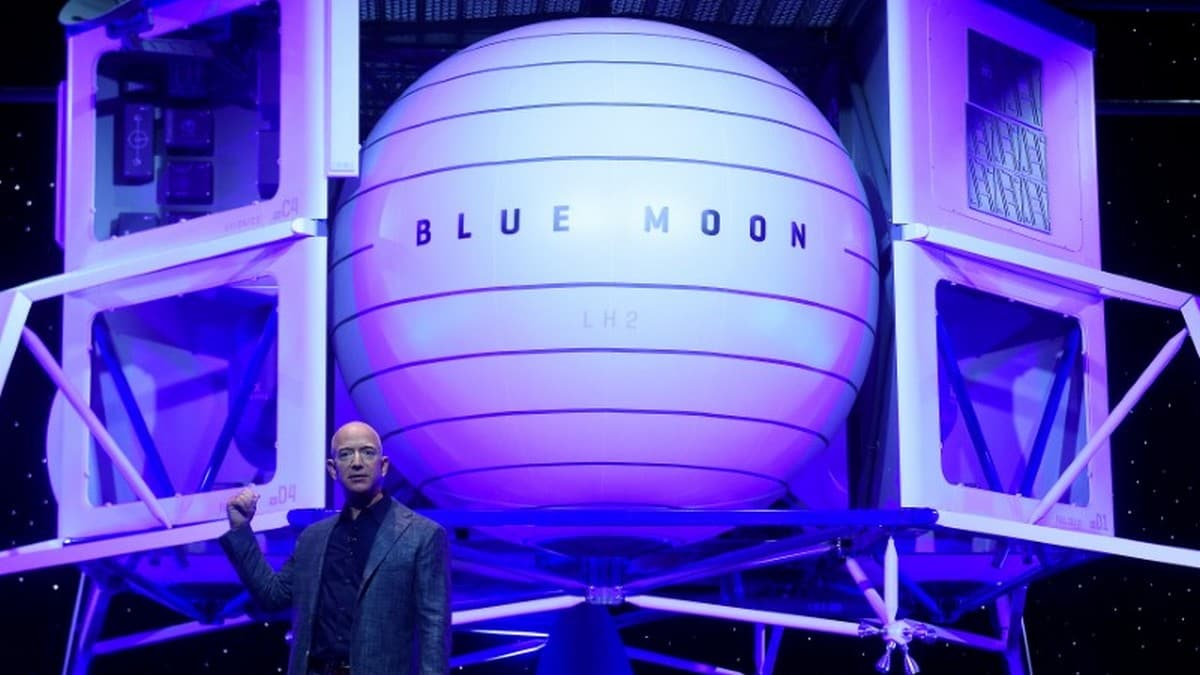 Amazon CEO Jeff Bezos Unveils Lunar Lander Project 'Blue Moon'