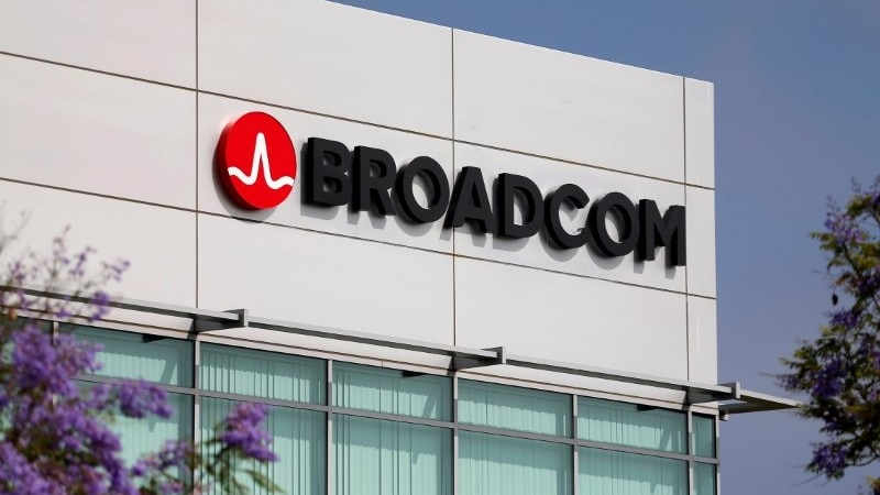 Broadcom Shares Sink as Latest Deal Puzzles Wall Street