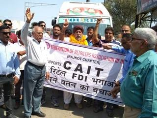 Traders Protest Government 'Collusion' With Amazon, Flipkart