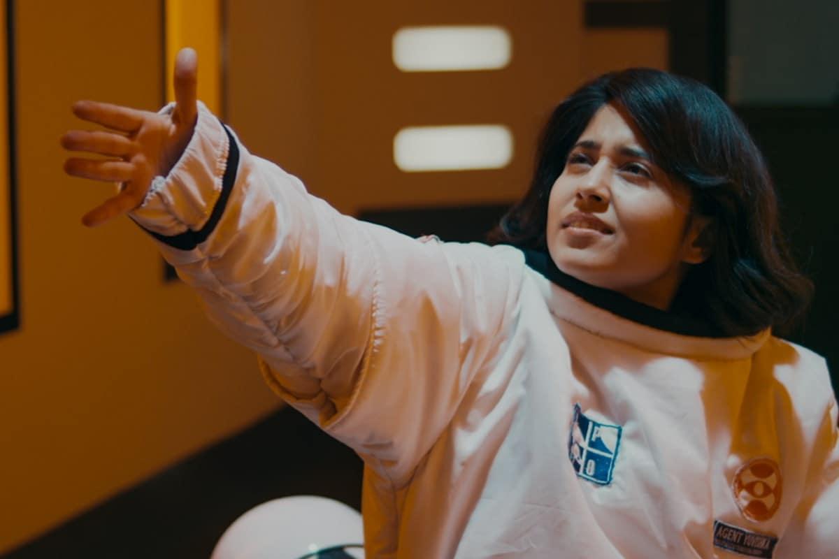 cargo netflix 2020 shweta tripathi Cargo Netflix 2020