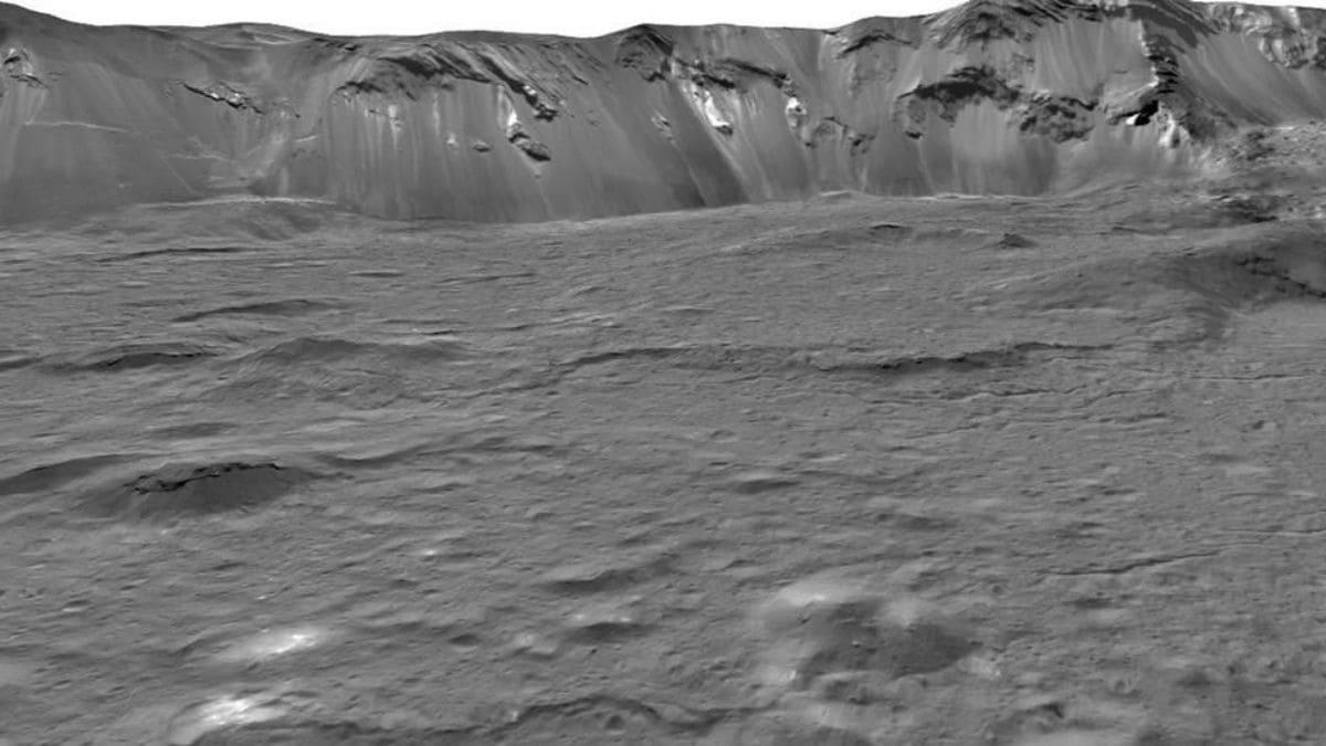 Ceres Dwarf Planet Is an 'Ocean World' With Salty Water Underground, NASA Data Suggest