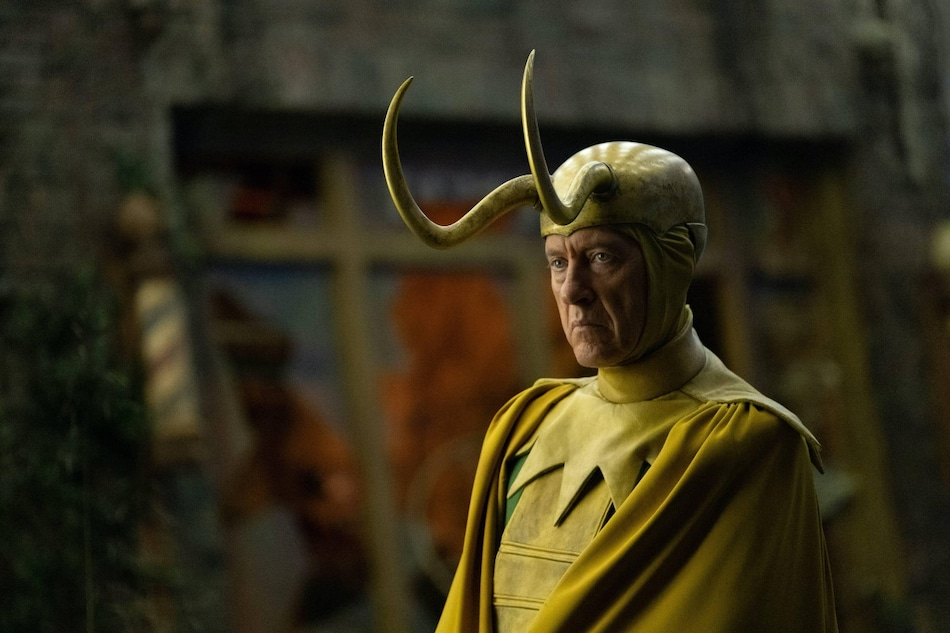Classic Loki Richard E. Grant on Doctor Who Comparisons and the Suit's Great Disappointment