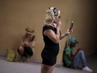 Cuba Finally Rolls Out Mobile 3G, Though Too Costly for Most