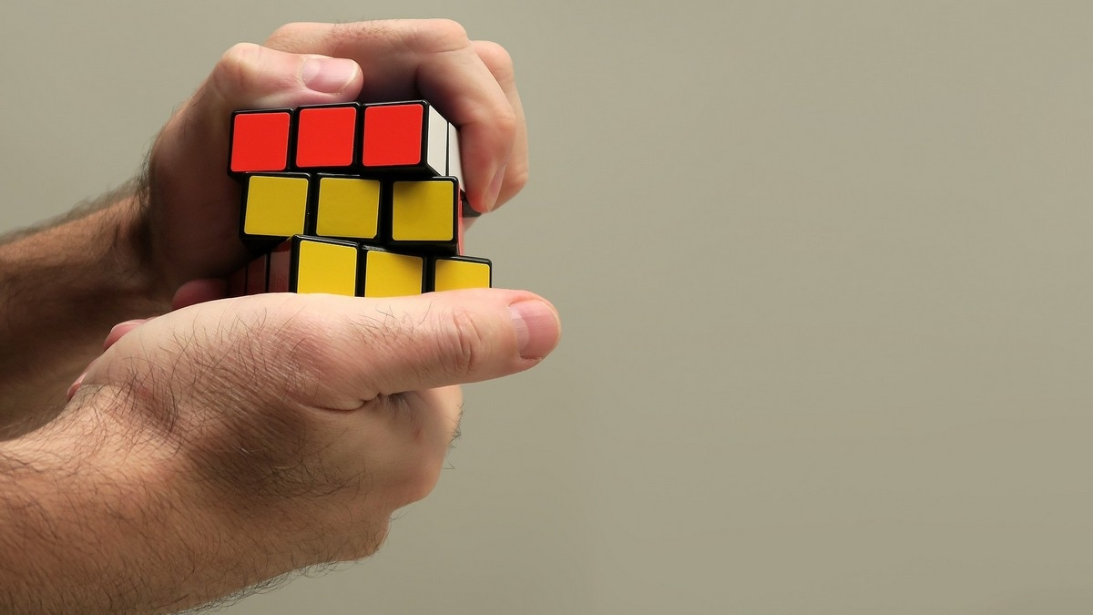 This AI Algorithm Can Solve Rubik's Cube in Less Than a Second