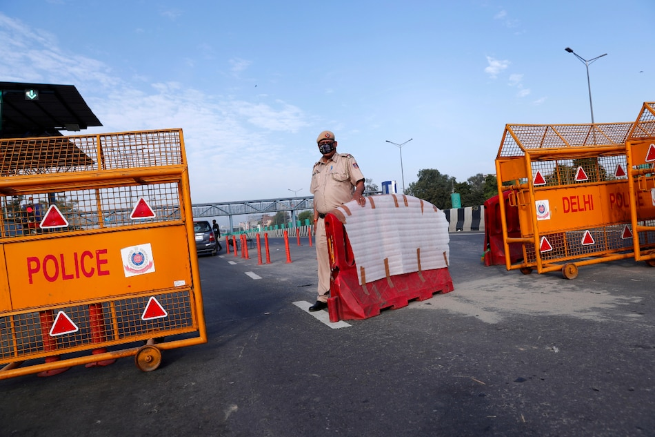 Coronavirus: Amazon, Flipkart, Big Basket, Grofers Struggle to Deliver Essentials in India Because of Lockdown