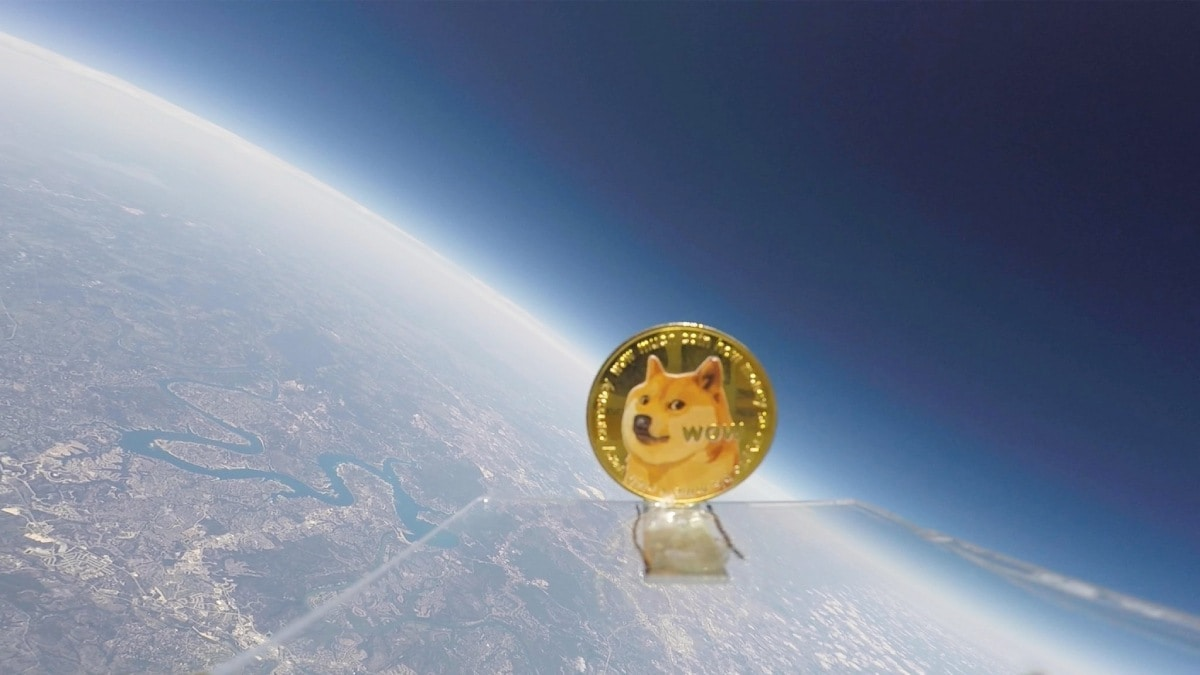 Photo of YouTuber Sends Dogecoin to Space on Weather Balloon as Tribute to Elon Musk