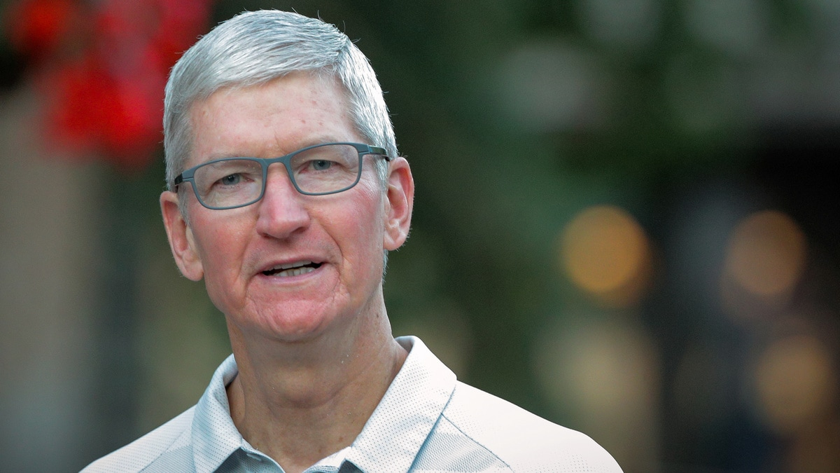 Trump Says Apple CEO Tim Cook Made 'Very Compelling Argument' About Tariffs