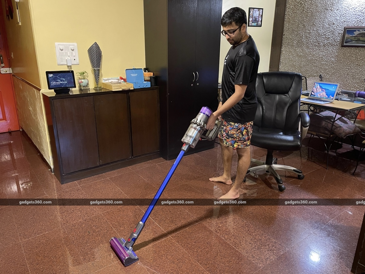 dyson v11 absolute pro review holding Dyson