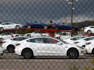 Tesla, Uber, More Firms Create US Lobbying Group for Electric Vehicles