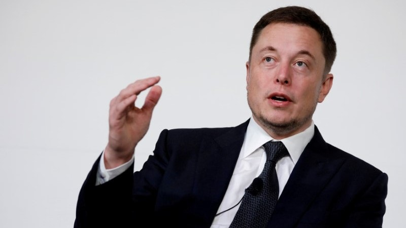 Tesla's Slow Disclosure Raises Governance, Social Media Concerns