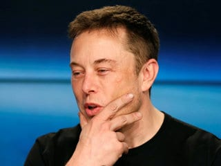 Twitter Is Locking Accounts That Change Their Name to Elon Musk