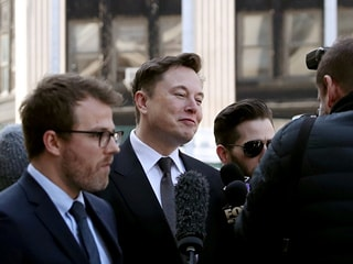 Elon Musk Mocks Bezos' Moon, Space Colony Plans