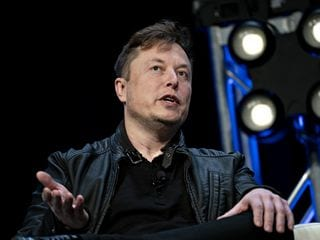 Elon Musk Worries SpaceX Won't Get to Mars Before He Dies
