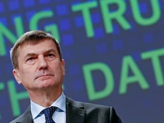 EU's Digital Chief Underlines Public Demand to End Mobile Roaming Charges