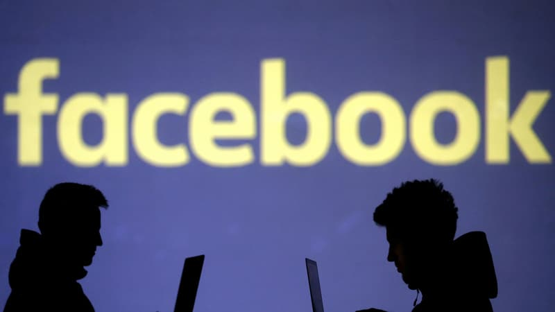 Facebook blames server problem for massive outage