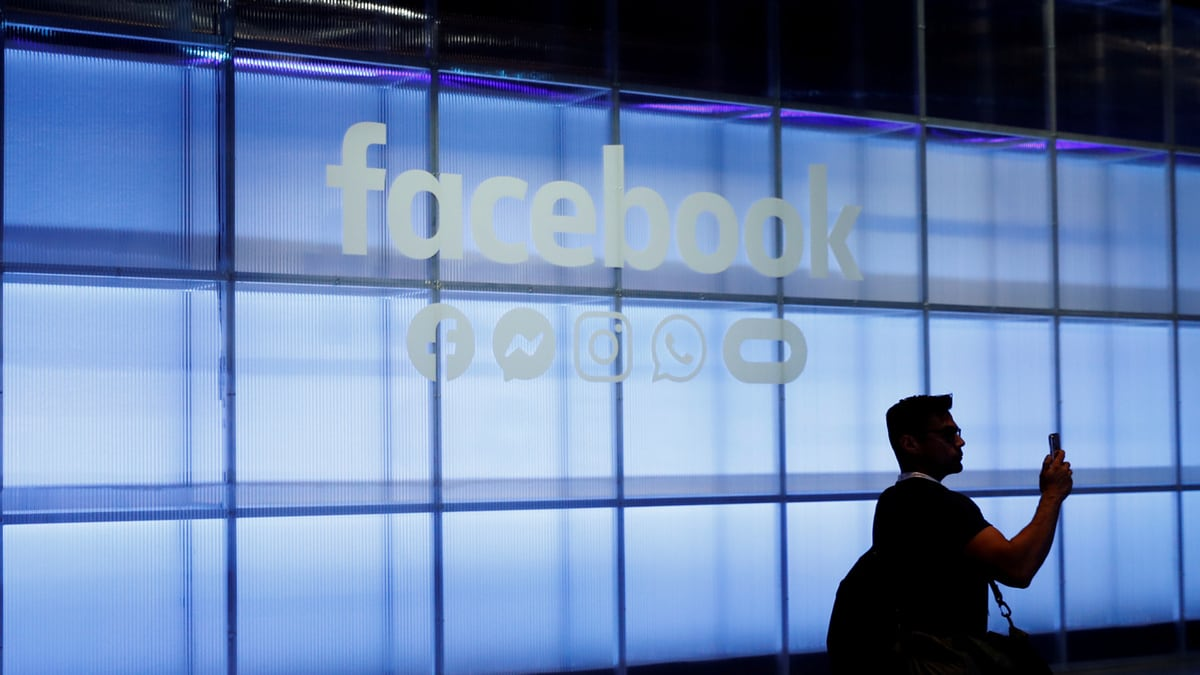 Facebook Wins Dismissal of Investor Lawsuit Over Privacy Breach