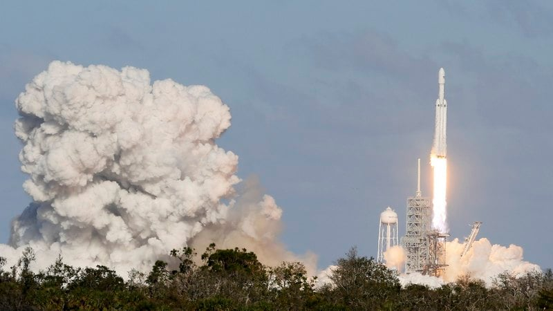 SpaceX's Falcon Heavy, the World's Biggest Rocket, Soars in Maiden Test Flight