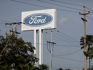 Ford Breaks With GM, Toyota on Future of Talking-Car Technology