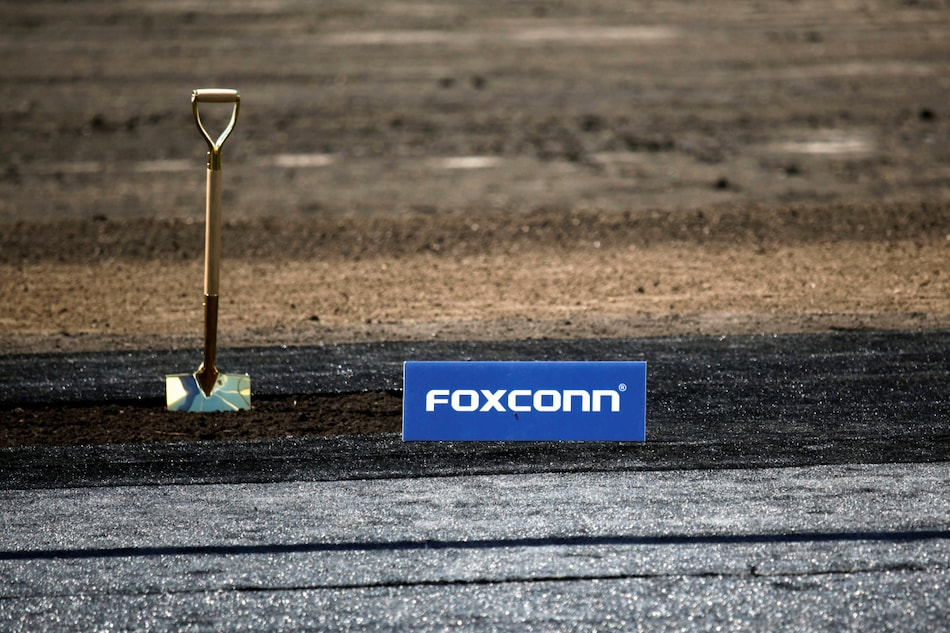 Apple Supplier Foxconn Warns of 'Materials Shortages', Profit Slips