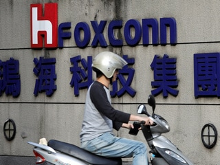 Foxconn Sees Record Profit Fall as Coronavirus Guts Smartphone Demand