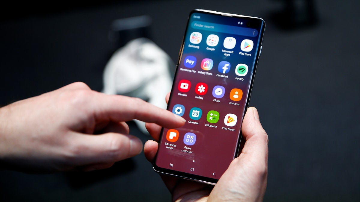 Samsung is fixing Galaxy S10 flaw that let any fingerprint unlock phone