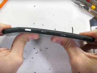 Google Pixel 4 XL Gets Another Teardown to Explore Why It Failed the Bend Test: Video